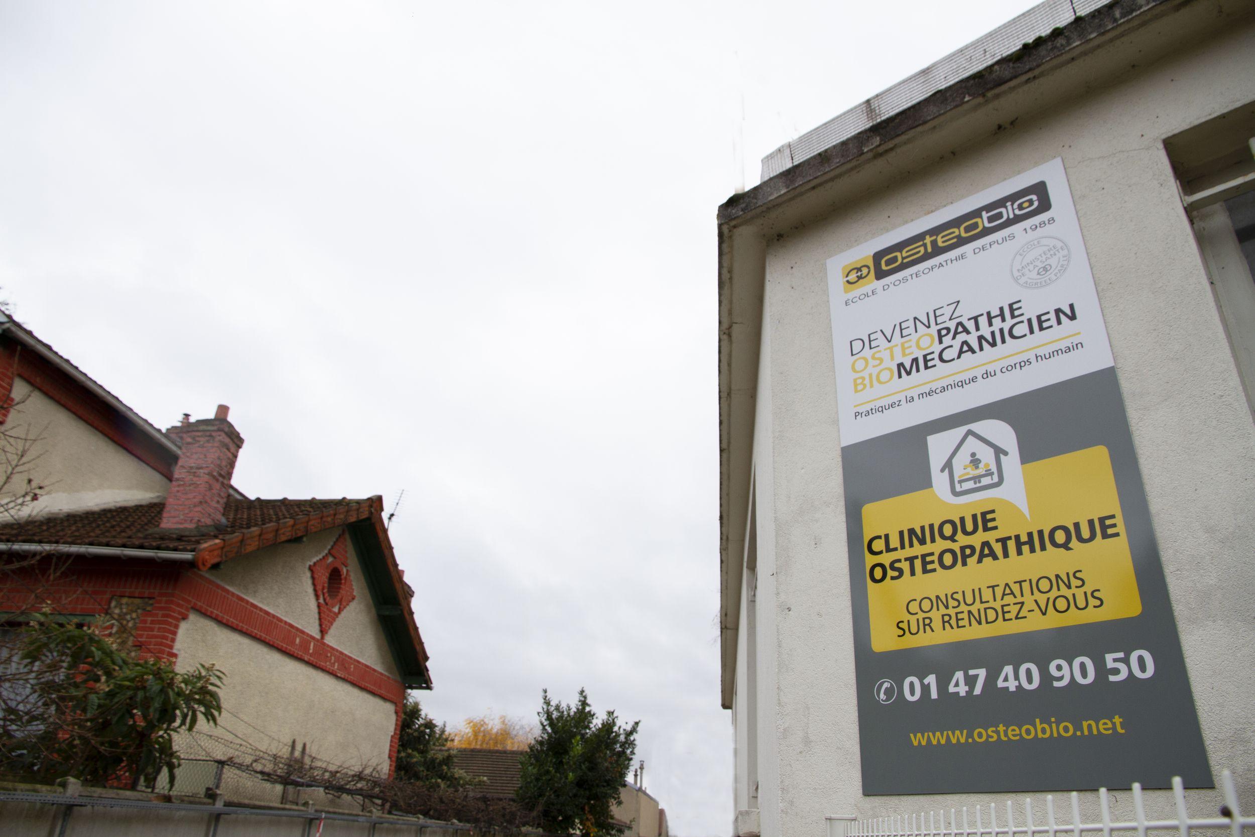 Façade immeuble avec signaletique de la clinique ostéobio de Cachan de l'école d'ostéopathie Ostéobio Paris