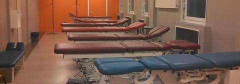 Photo d'une salle de classe de travaux pratiques de l'école d'ostéopathie Ostéobio Paris