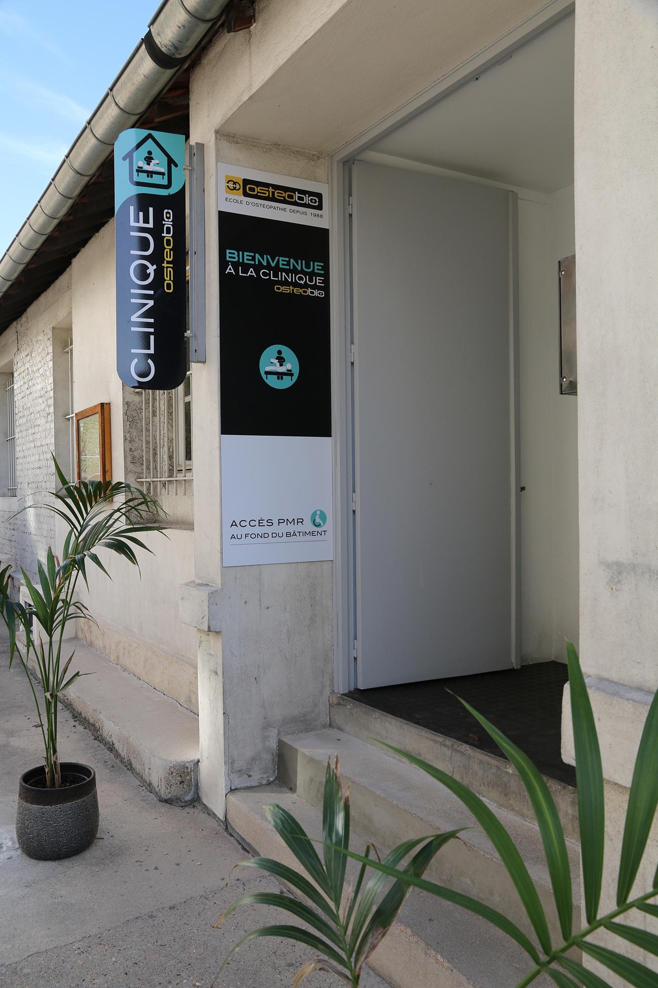 Entrée de la clinique interne de l'école d'ostéopathie Ostéobio